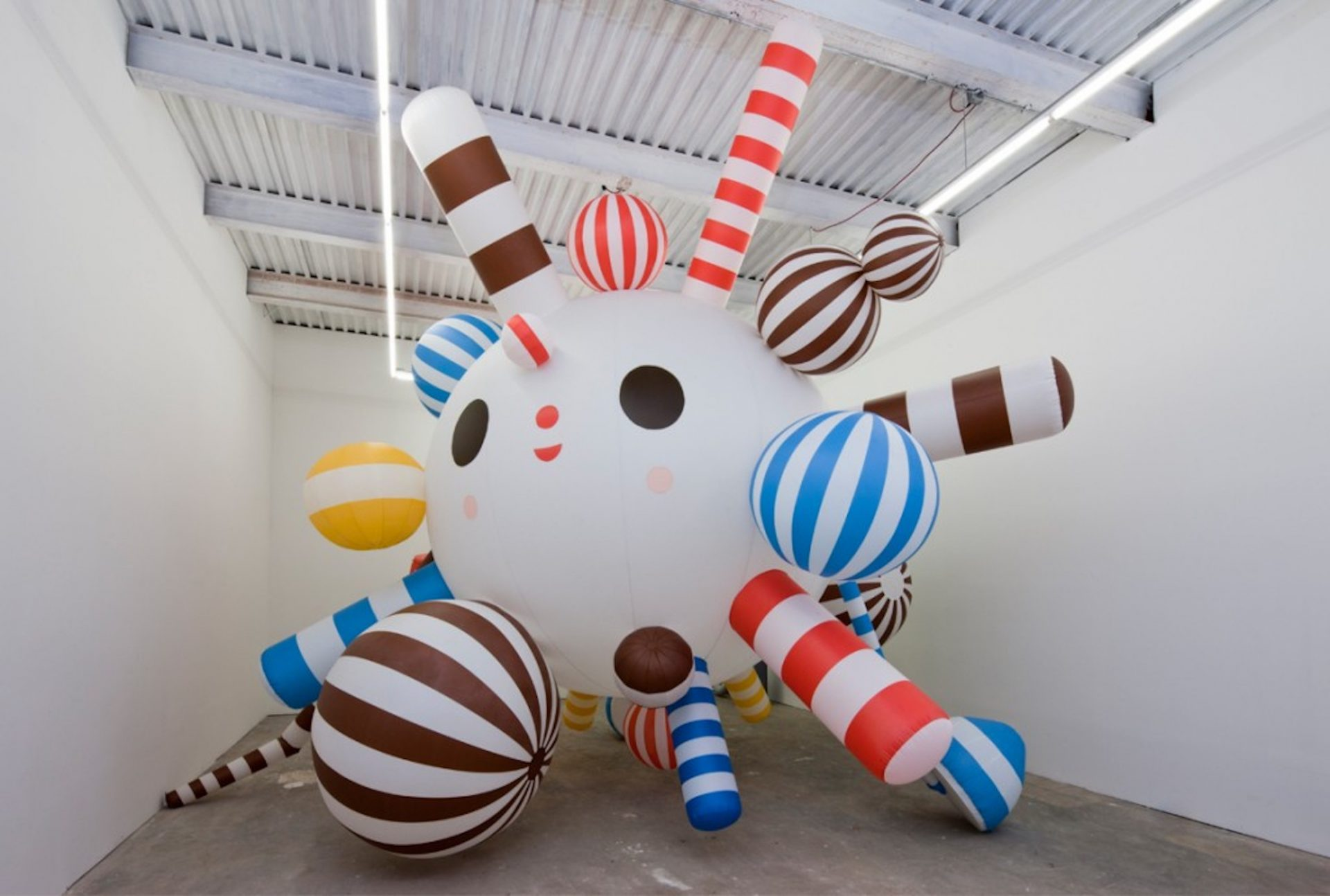 Starburst - Ripstop Nylon ( inflatable sculpture ), 300 inches diameter, 2011